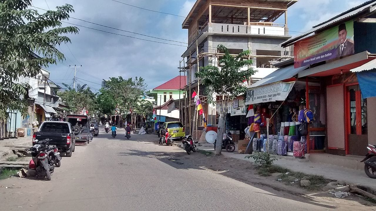 shopping in Labuan bajo