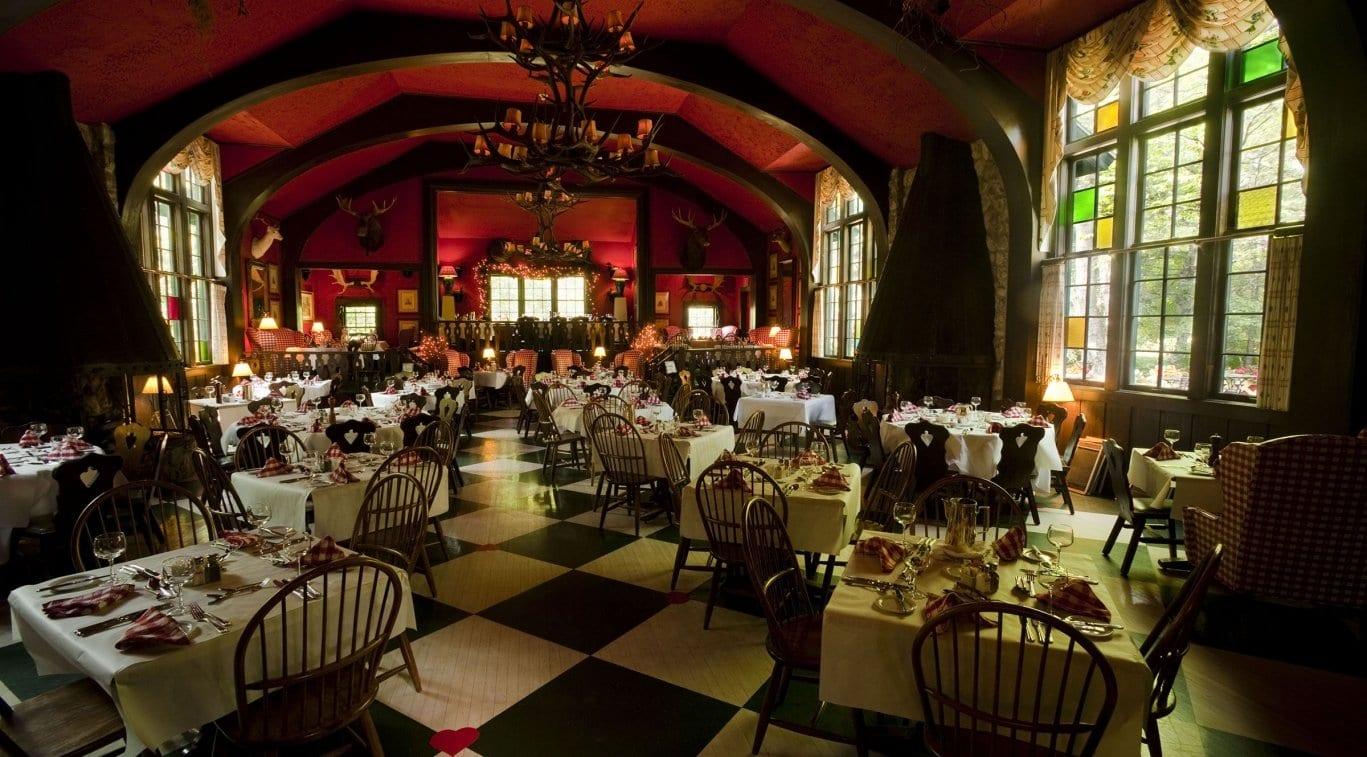 the woods restaurant Mackinac